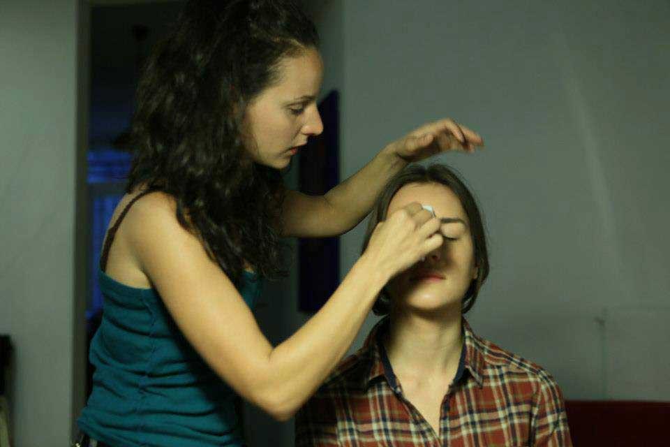 C'est toujours difficile de trouver une professionnelle du maquillage dans le cadre d'un tournage