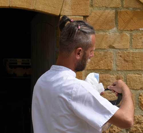 Se faire des couettes dans les cheveux pour un homme est t-il une bonne idée?
