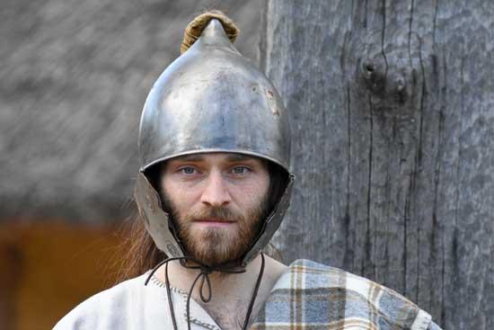 Lors de combat, il est nécessaire de porter un casque de protection pour les Gaulois